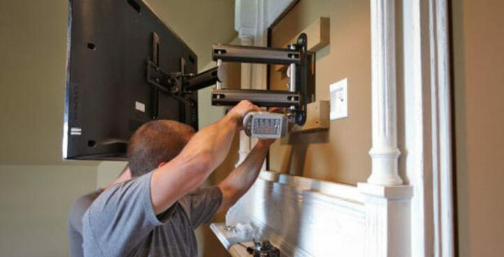 men assemble tv mount on the wall